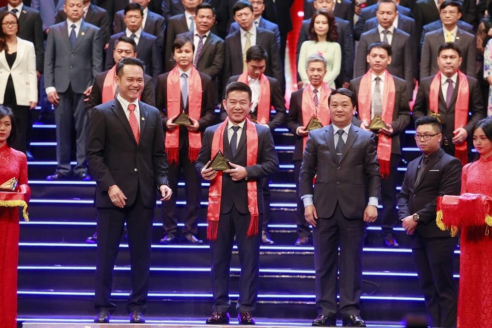 Khang Điền nhận giải thưởng Sao Vàng đất Việt 2018